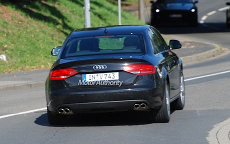 tn_2009_audi_s4_motorauthority_001.jpg