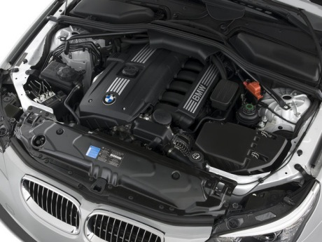 bmw_5series_528isedan_2008_other_engine_640x480.jpg