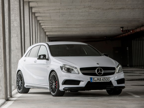 Oficial: Mercedes A45 AMG