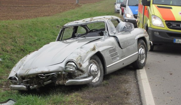 Destrozan un Mercedes 300 SL Gullwing en Alemania