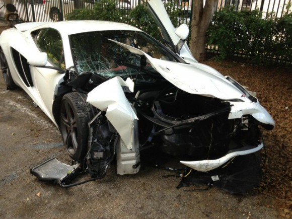 Destrozan un McLaren MP4 12C en Miami