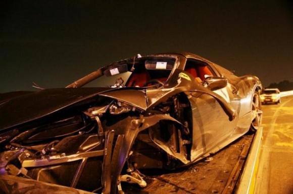 Accidente de un Ferrari 458 Italia en Sao Paulo, Brasil