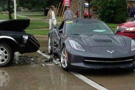 Arroya un Corvette C7 Stringray con su Lincoln T-Bones