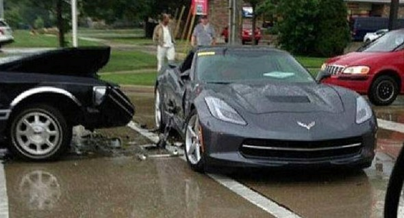 Arroya un Corvette C7 Stringray con su Lincoln T Bones