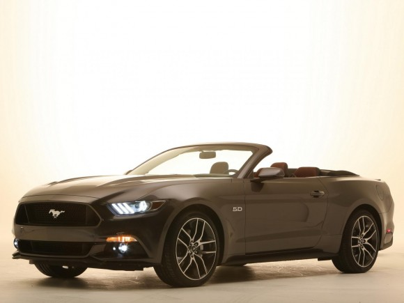 ford mustang cabrio 2015 la variante a techo abierto. Black Bedroom Furniture Sets. Home Design Ideas