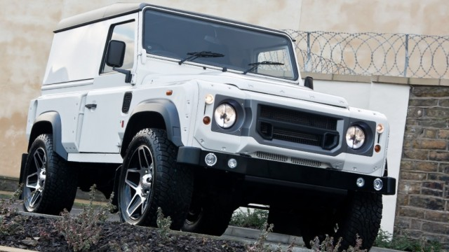 Kahn Design rinde homenaje al Land Rover Defender