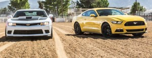 Vídeo: Ford Mustang GT vs Chevrolet Camaro SS