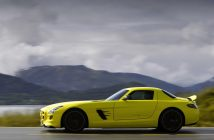 2010-mercedes-benz-sls-amg-e-cell-side-speed