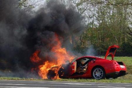Ferrari 599 GTB en llamas
