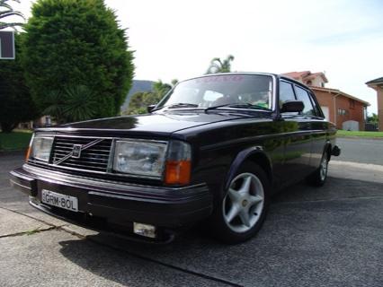 Volvo 244 con el motor de un Toyota Supra Twin-Turbo