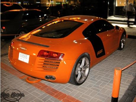Audi R8 naranja en Dubai
