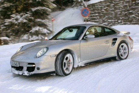En la nieve: Gallardo Superleggera, Continental GT, 911 Turbo y Audi R8
