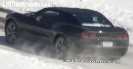Chevrolet Camaro, cazado en negro impoluto