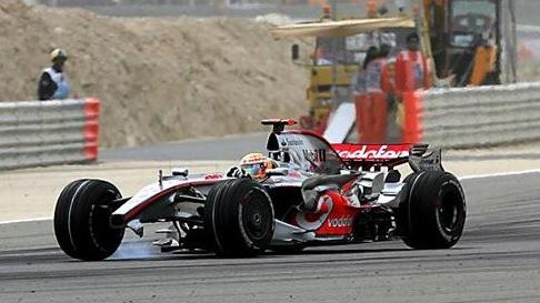 Lewis Hamilton, sin alerón