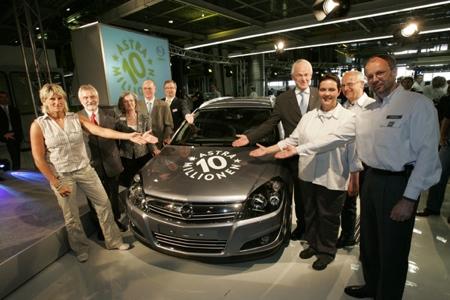 Sale de fábrica la unidad diez millones del Opel Astra