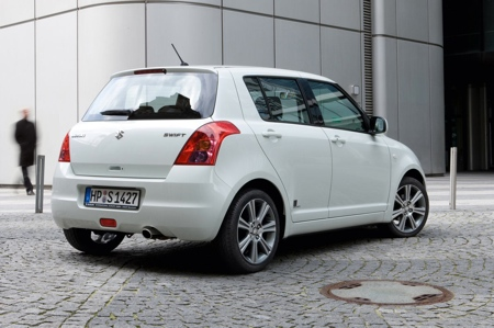 Suzuki Swift Black and White