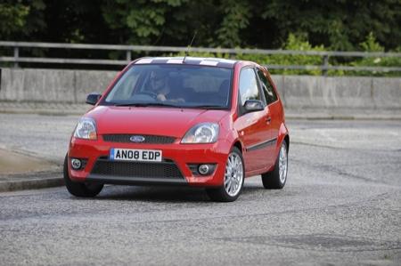 Reino Unido: Ford Fiesta Zetec S Red