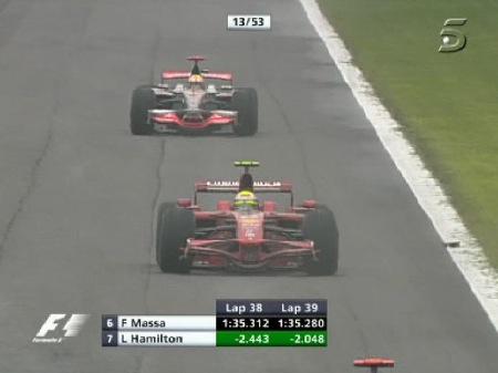 Hamilton recortando mucho por vuelta a Massa