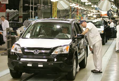 Honda anuncia recortes en la producción