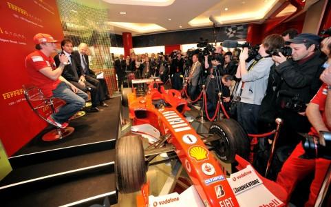 Apertura oficial de la primera tienda Ferrari en Inglaterra