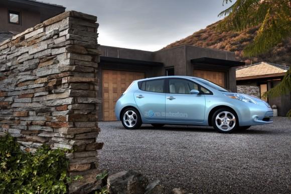 leaf nu00 e1291082434908 Ya tenemos Coche del año 2011: Nissan Leaf