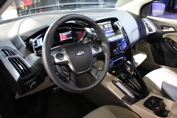22-ford-focus-electric-ces-live