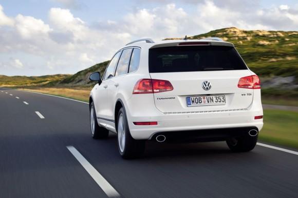 2012-Volkswagen-Touareg-R-Line-11