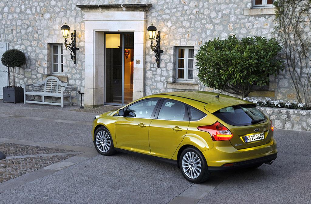 ford-focus-5puertas-2012-10
