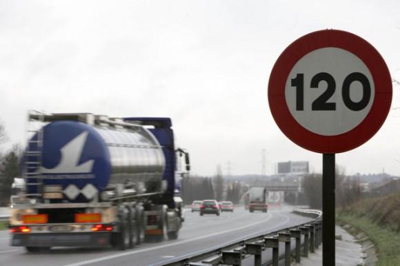 España: 230.000 euros para reestablecer las señales de 120 Km/h