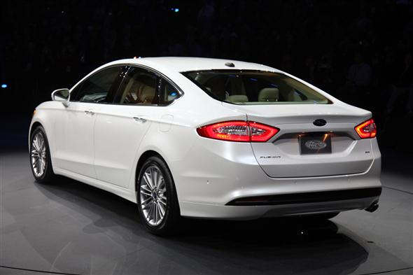 06-2013-ford-fusion-detroit-2012