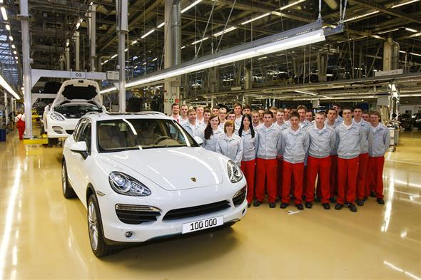 porsche-builds-the-100000th-cayenne-in-leipzig_100379347_l