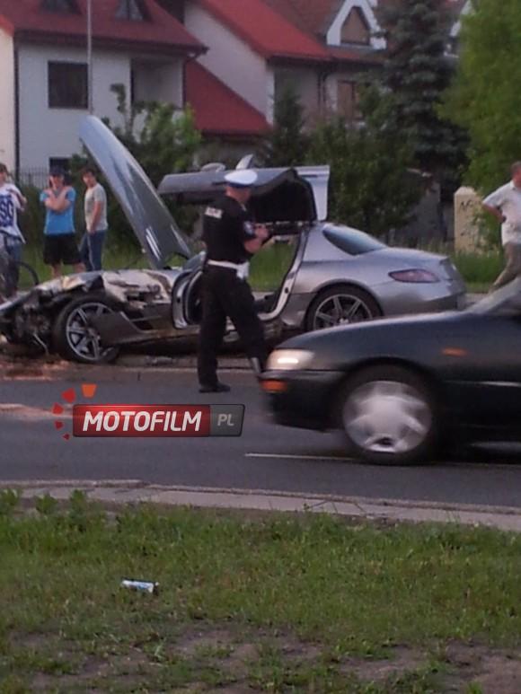 Cómo destrozar un SLS AMG con un Ford Mondeo