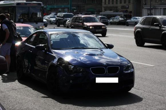 Dos conductores del Club BMW M ruso chocan entre sí en mitad de una reunión