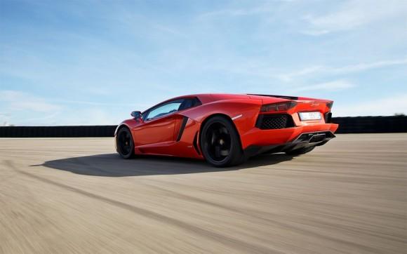 ¿Un Lamborghini Avenador de cuatro puertas?