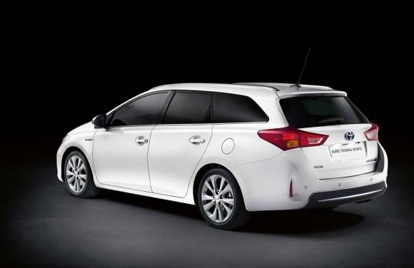 Toyota-Auris-Touring-Sports-Hibrido-1280-03