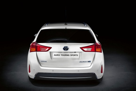 Toyota-Auris-Touring-Sports-Hibrido-1280-04