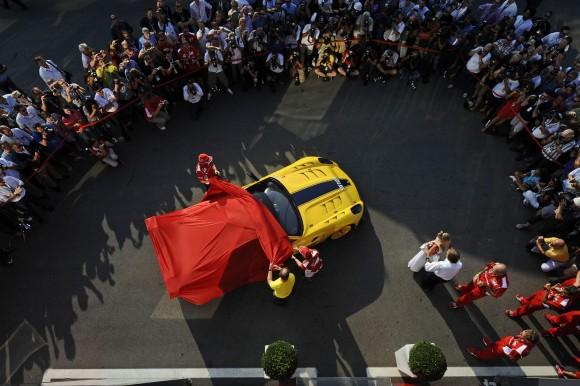 Ferrari entrega un 599XX a un ejecutivo de Google