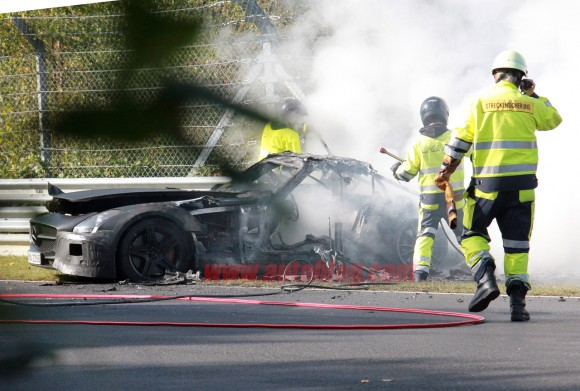 000-mercedes-benz-sls-amg-crash