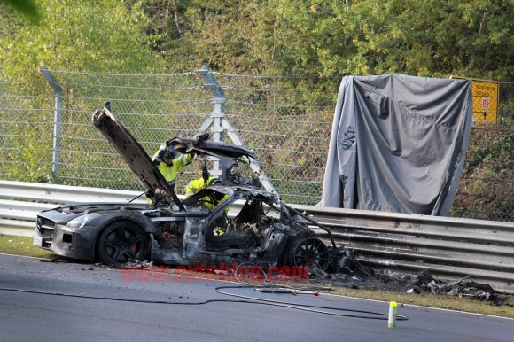 007-mercedes-benz-sls-amg-crash