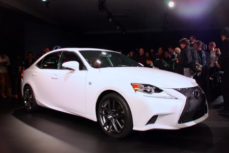 2014-lexus-is-detroit-2013-02