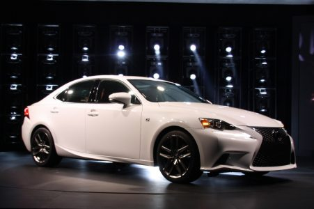 2014-lexus-is-detroit-2013-05
