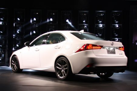 2014-lexus-is-detroit-2013-07