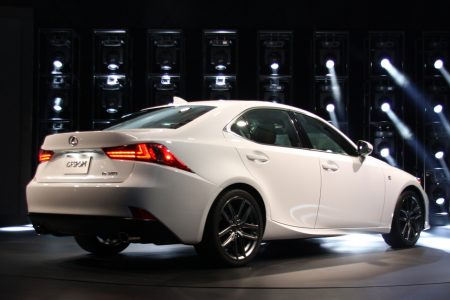 2014-lexus-is-detroit-2013-08