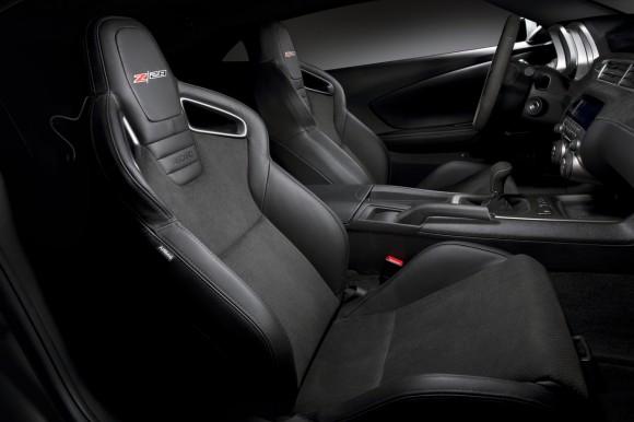 2014-Chevrolet-CamaroZ28-007