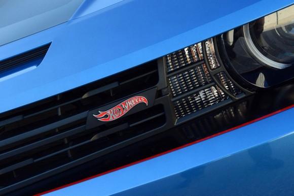 2013-Chevrolet-Camaro-HotWheels-Edition-convertible-3[3]