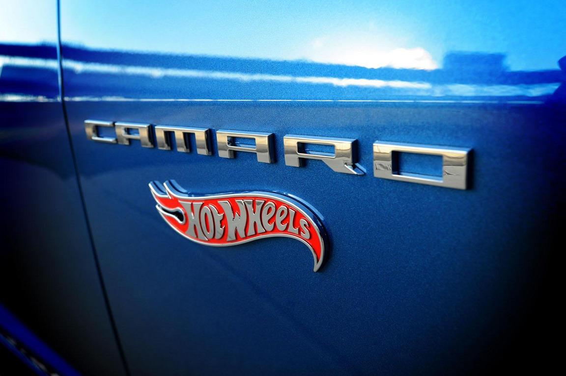 2013-chevrolet-camaro-hotwheels-edition-convertible-53
