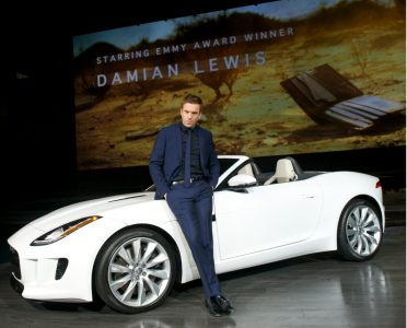 damian-lewis-and-the-jaguar-f-type_100410328_l