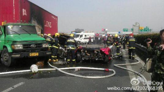 Terrible accidente de un Ferrari F430 en Pekín