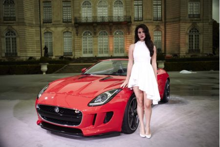 lana-del-rey-and-the-2014-jaguar-f-type_100419185_l