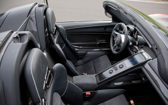 Porsche-918-Spyder-front-interior-2